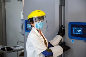 Le vaccin Pfizer-BioNTech est conservé à une température de -79°C. ((Photo: Romain Gamba / Maison Moderne))