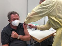 Jos Ludvig, 66 ans, a reçu sa première dose ce lundi 12 avril, jour de l'ouverture du nouveau centre. ((Photo: Paperjam))