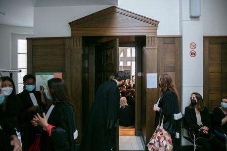 La grande salle d'audience était trop petite: des dizaines d'avocats sont venus soutenir leur confrère face aux juges, mardi après-midi. (Photo: Romain Gamba/Maison Moderne)