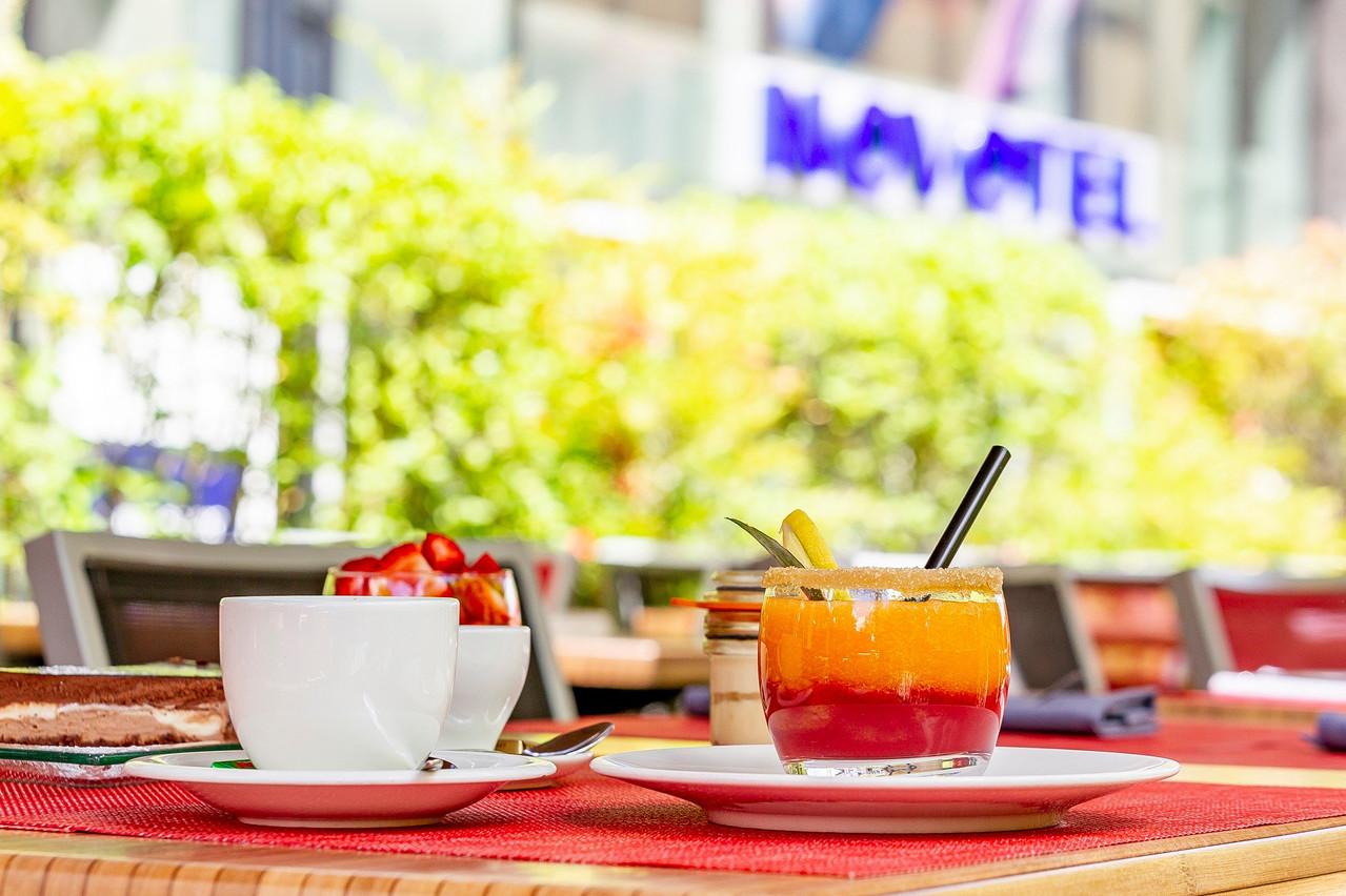La terrasse vous accueille pour vos repas et événements privés.  Simon Piraux