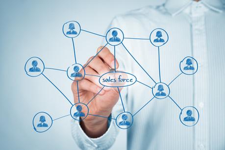 Avec le rachat de Slack, Salesforce double Microsoft, grâce à son réseau de vendeurs, 10 fois plus nombreux. Un match de géants dans les outils professionnels auquel Google se mêlera. (Photo: Shutterstock)