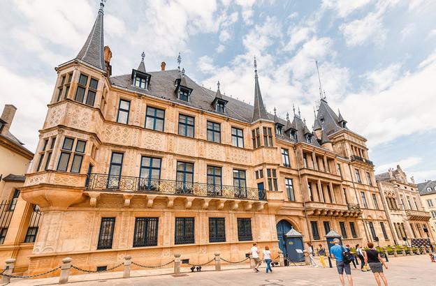 «La monarchie passe directement du 19e au 21e siècle», a annoncé Xavier Bettel, lors de la présentation du projet d'arrêté grand-ducal instituant la Maison du Grand-Duc. (Photo: Shutterstock)