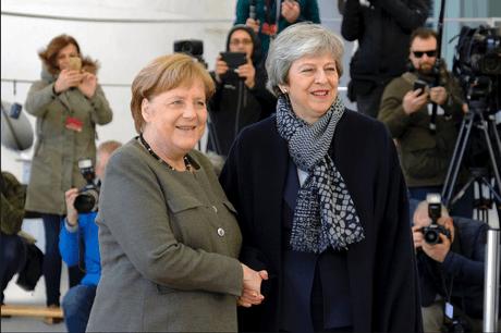 Angela Merkel a reçu Theresa May mercredi à Berlin, à la veille du sommet européen dédié au Brexit. (Photo: Twitter/Theresa May/Capture d'écran)