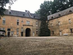 Le château se compose de plusieurs ailes organisées autour d'une cour. ((Photo: Paperjam))