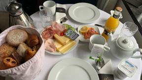 Le petit-déjeuner s'invite en chambre avec des saveurs sucrées et salées. ((Photo: Maison Moderne))