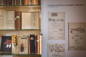 La littérature allemande propagandiste s'est imposée dans les bibliothèques du pays durant l'Occupation. (Nader Ghavami / Maison Moderne)