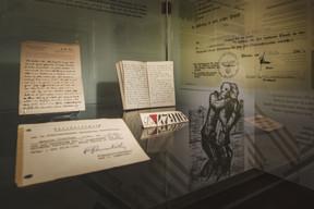 Les intellectuels ont continué à écrire même dans les camps de concentration, livrant des témoignages poignants. (Nader Ghavami / Maison Moderne)