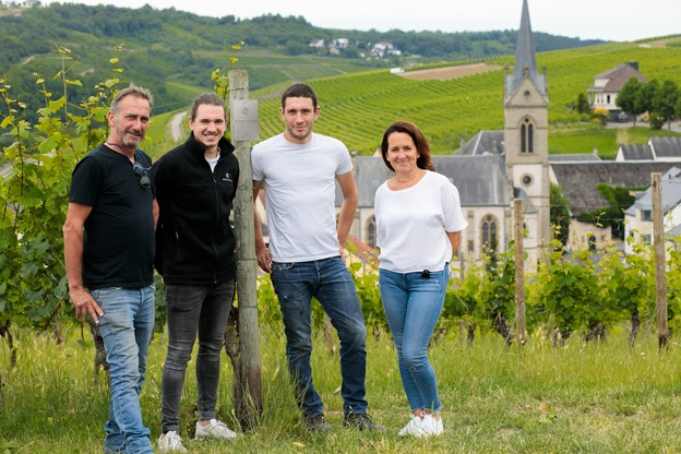 Armand, Mathieu, Nicolas et Patrizia Schmit-Fohl, viticulteurs à la MaisonSchmit-Fohl. (Photo: Matic Zorman / Maison Moderne)
