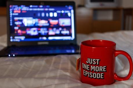 Avec le confinement, le «binge-watching» a de beaux jours devant lui. Mais comment trouver du contenu qui ne soit pas proposé par Netflix lui-même? (Photo: Shutterstock)