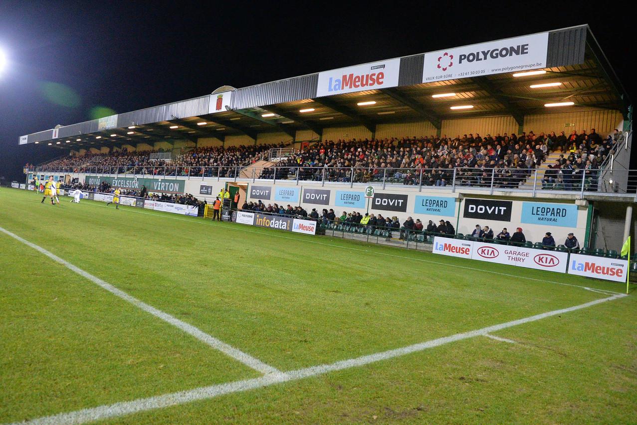 L'époque où le stade de Virton faisait le plein de spectateurs pour recevoir les meilleurs clubs belges semble bien éloignée. (Photo: Jean-Pierre Laurent/La Meuse Luxembourg)