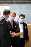 S.A.R. le Grand-Duc et Serge Allegrezza (président de Post Luxembourg). ((Photo: Post Luxembourg))