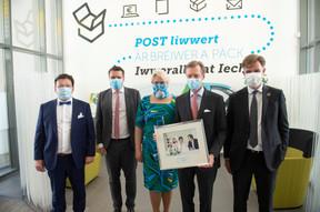 Serge Allegrezza (président de Post Luxembourg), Claude Strasser (directeur général de Post Luxembourg), Hjoerdis Stahl (directeur général adjoint de Post Luxembourg), S.A.R. le Grand-Duc et Franz Fayot (ministre de l'Économie). ((Photo: Post Luxembourg))