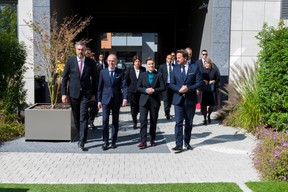 Marko Cadez (président de la Chambre de commerce de Serbie), Luc Frieden (président de la Chambre de commerce), Ana Brnabic (Première ministre de la république de Serbie) et Xavier Bettel (Premier ministre) ((Photo: SIP / Emmanuel Claude))