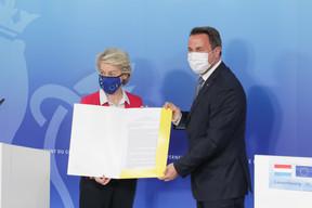 Ursula von der Leyen a officiellement transmis au Luxembourg l'accord européen pour son PRR. ((Photo: SIP/LucDeflorenne))