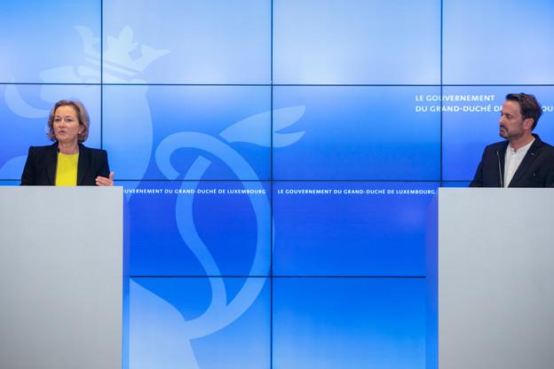 Paulette Lenert et Xavier Bettel doivent arbitrer en permanence entre des impératifs sanitaires, économiques et sociaux. Un exercice plus que délicat. (Photo: Matic Zorman/Maison Moderne)