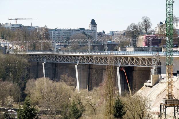 Le deuxième viaduc du Pulvermühle permet de mieux répartir la circulation vers le nord et l'est du pays depuis la gare centrale de Luxembourg. (Photo: CFL)