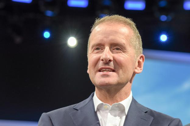 Pour calmer les petits actionnaires, le directeur général de Volkswagen,  Herbert Diess , a annoncé un investissement d'un milliard d'euros dans une usine de batteries. (Photo: Shutterstock)