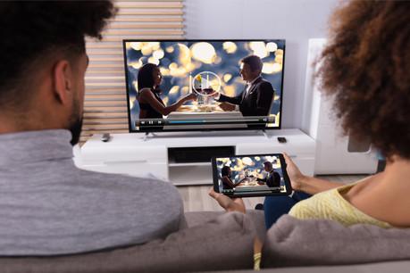 Une enquête menée par des universitaires de la Northeastern University et de l'Imperial College de Londresa révélé que 56% des appareils américains et 84% des appareils anglais testés partageaient des informations avec des entreprises tierces, comme Netflix, Spotify, Microsoft, Google ou Facebook, sans l'accord explicite des utilisateurs. (Photo: Shutterstock)