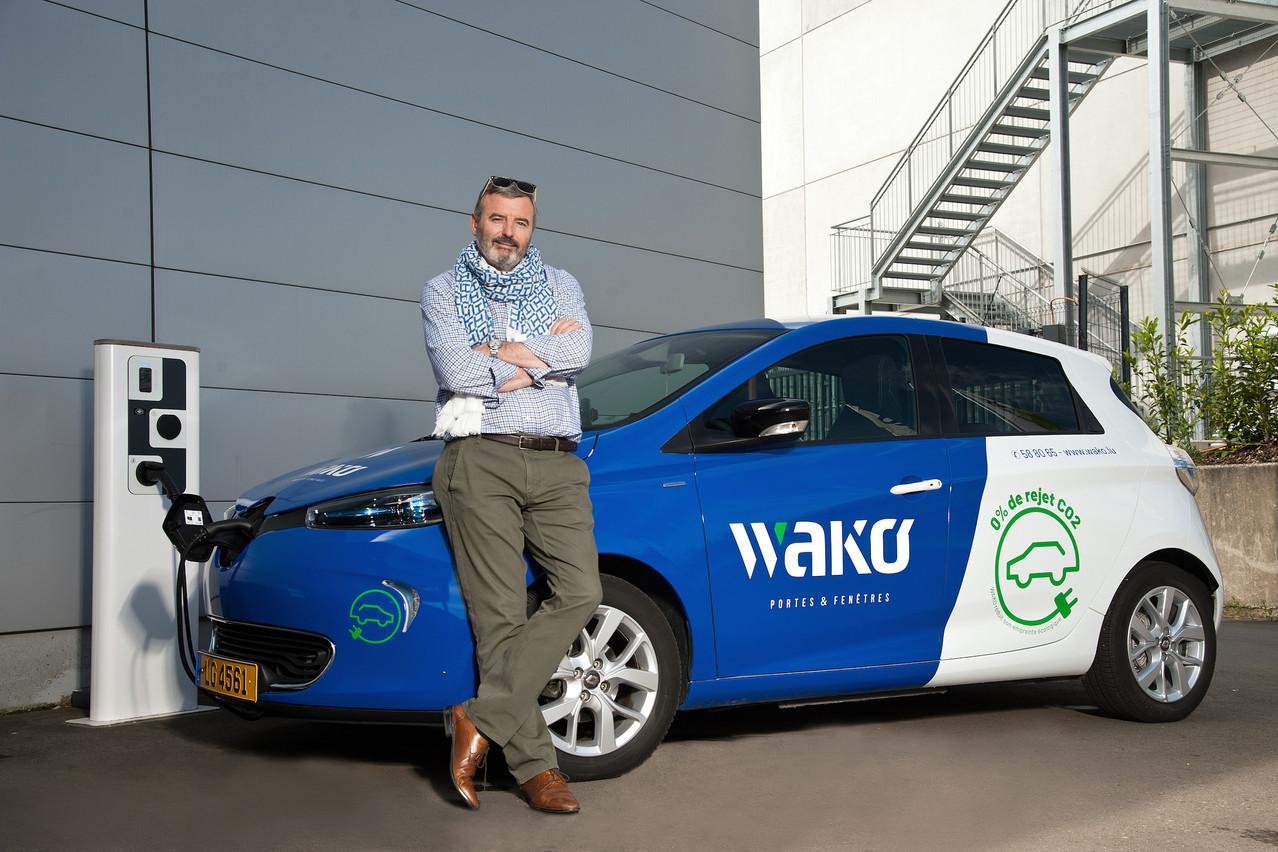 La société Wako, dirigée par Patrick de Briey, a mis en place un système de «pool cars» électriques pour les petits trajets de leurs collaborateurs. (Photo: Kapture SA)