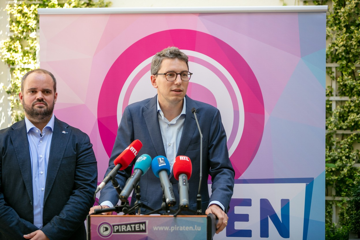 Marc Goergen and Sven Clement, MPs of the Pirate Party, presented the parliamentary balance sheet of their group on 21 July at the Place d'Armes hotel. Photo: Romain Gamba / Maison Moderne