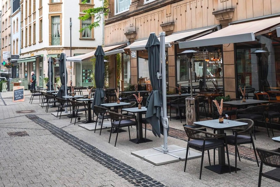 The pretty corner terrace of Pop-up Hertz is undeniably one of its best assets and offers a very appreciable comfort, in the sun or in the shade, to enjoy a few good dishes, or a breakfast...  (Photo: DR)