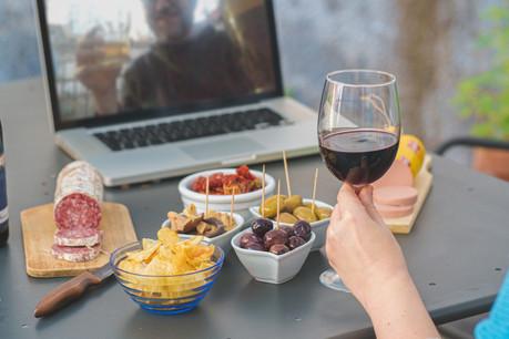 L'apéro virtuel a permis aux familles de garder quelques instants de convivialité. (Photo: Shutterstock)