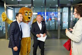 Dan Biancalana (député), la mascotte de l'Uni et Stéphane Pallage (recteur de l'Uni). ((Photo: Marc Schmit / Xero / Université du Luxembourg))