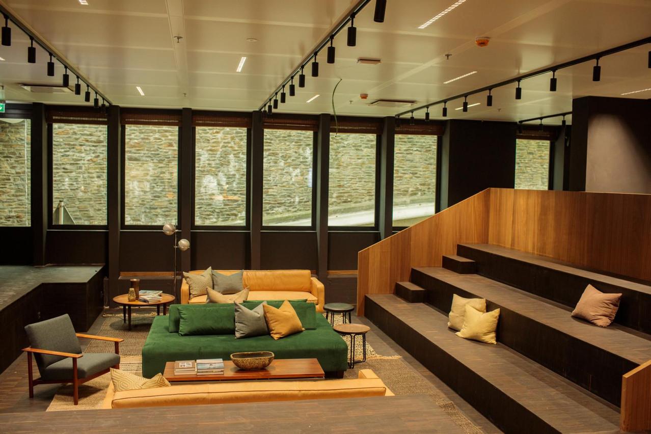 Des espaces de rencontre sont prévus à différents endroits du bâtiment. (Photo: Matic Zorman)