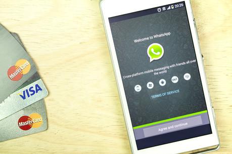 Un Brésilien sur deux n'a pas de compte bancaire, mais 120 des 200 millions d'habitants sont chaque jour sur WhatsApp. Un marché immense, 10 fois plus gros que le nombre de clients de la néobanque superstar Nubank. (Photo: Shutterstock)
