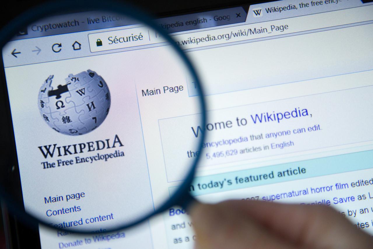 Wikipédia, qui a largement profité du référencement de Google pour grandir et inversement, va lancer une version payante destinée surtout aux géants des technologies et aux entreprises. (Photo: Shutterstock)