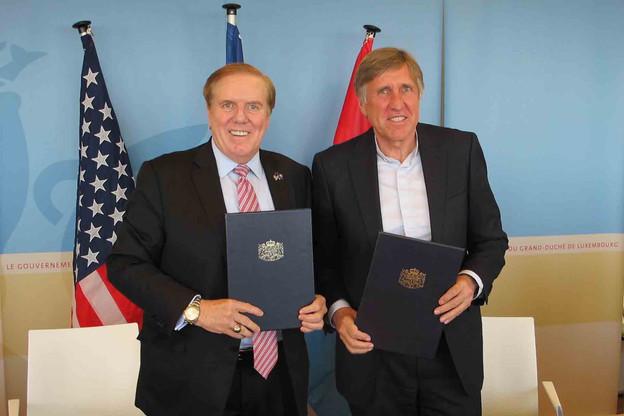 Le mémoire d'entente signé par J. Randolph Evans, ambassadeur des États-Unis au Luxembourg, et François Bausch, ministre de la Défense, prolonge de dix ans l'engagement des deux pays sur le site géré par les Forces aériennes américaines en Europe (Usafe). (Photo : MMTP)