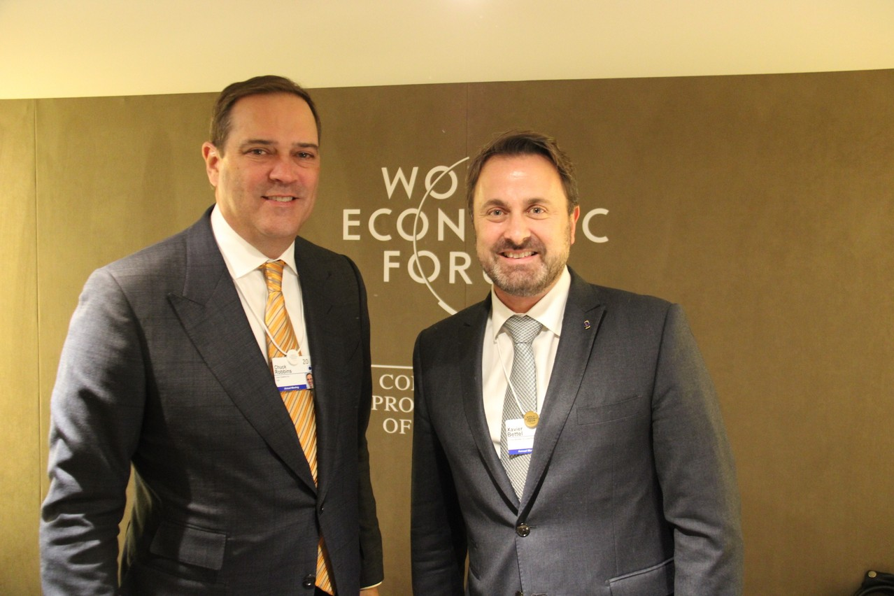 Avec Chuck Robbins, XavierBettel a abordé le Country Digital Acceleration Plan. (Photo: SIP)