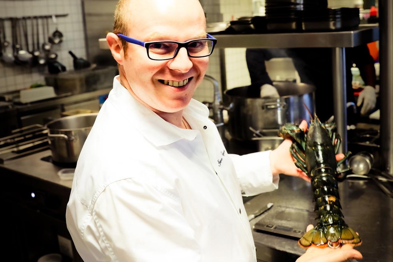 Impossible de séparer le chef Yann Castano de son large sourire, surtout lorsqu'il peut enfin réintégrer ses cuisines! (Photo: Mickael Williquet)