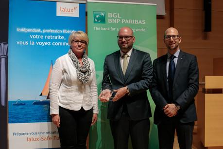 Au centre, Yannick Bontinckx est le gagnant de l'édition2019 du prix Cyel. (Photo: Matic Zorman)
