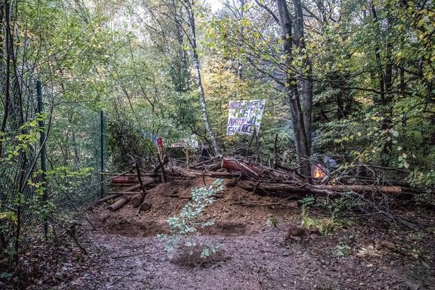 Les militants écologistes ont pris possession des lieux voici un peu plus d'une semaine. (Photo: La Meuse Luxembourg)